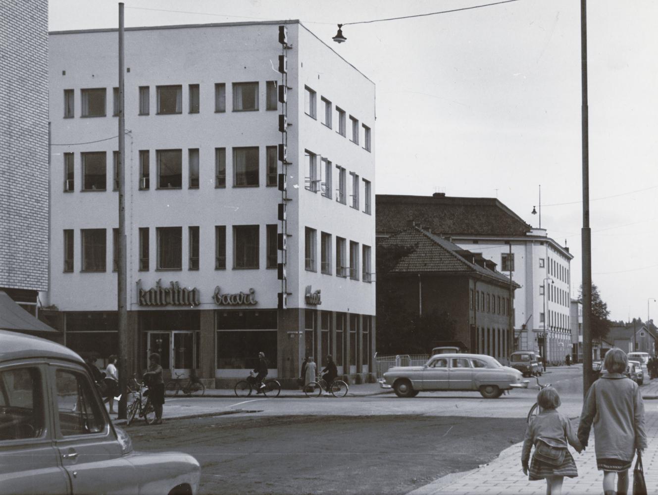 Seurahuoneen katutasossa sijainnut Katriina-baari. RKM-kokoelmat.