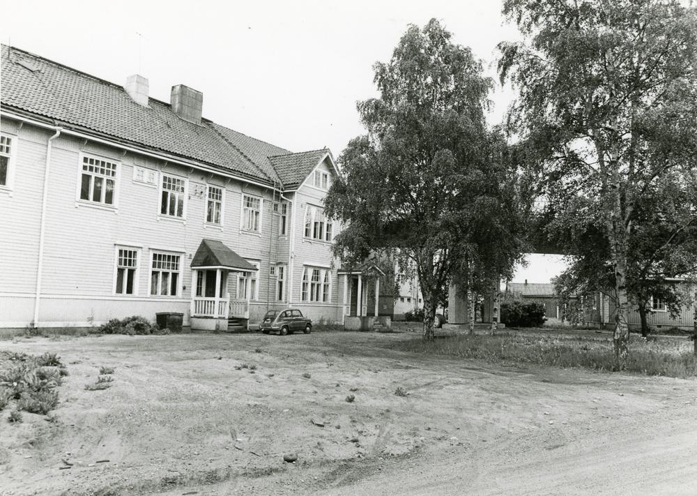 Nuorisotalo vuonna 1974 Peltosaaren sillan valmistumisen jälkeen. Kuva Osmo Talarmo. RKM-kokoelmat.