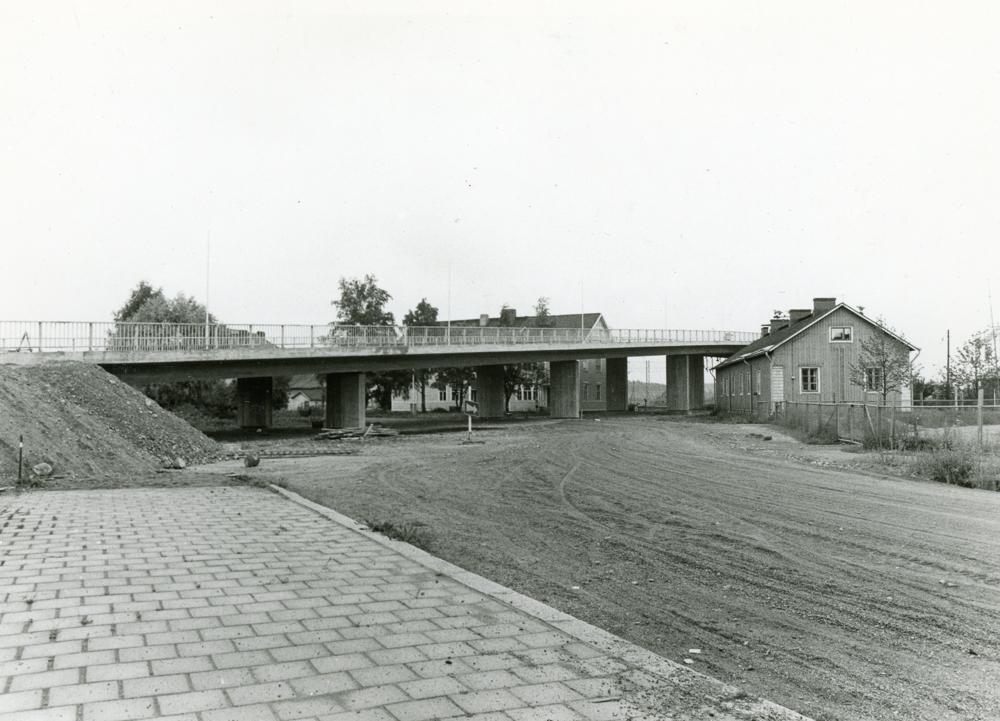 Peltosaaren uusi silta rakennettiin aivan nuorisotalon viereen. Kuva Osmo Talarmo 1974. RKM-kokoelmat.