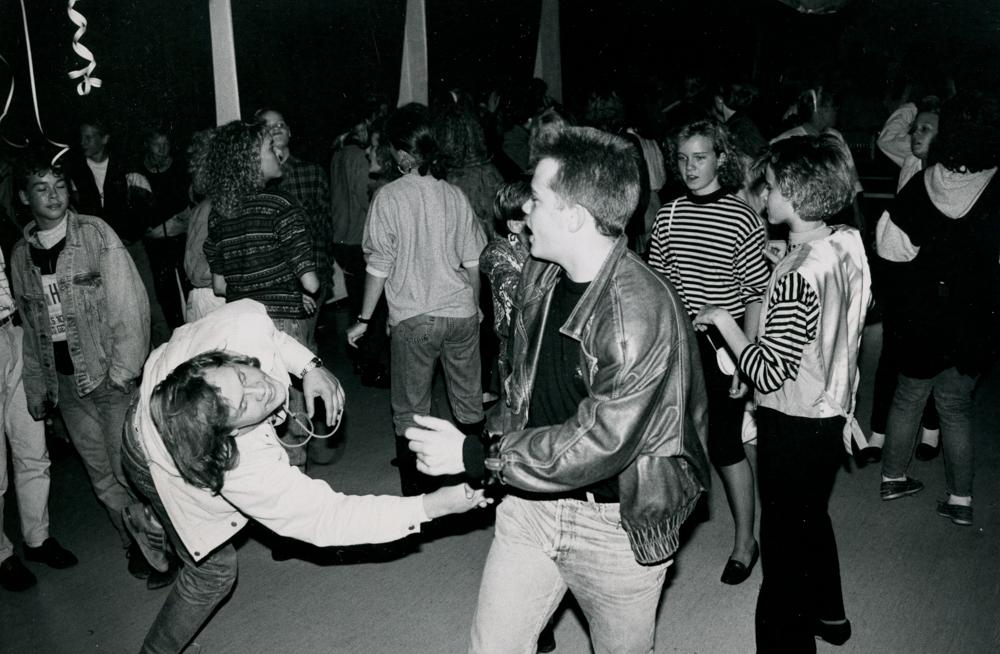Diskomeininkiä Riihimäeltä 1980- ja 1990-luvun taitteesta. RKM-kokoelma.