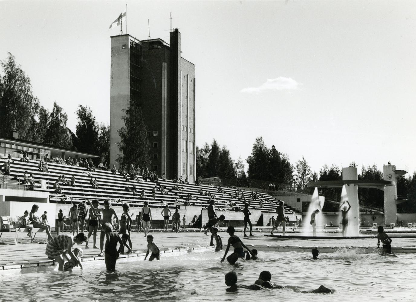 Maauimala 1960-luvun lopulla. Kuva Arvo Haakana, RKM-kokoelmat.